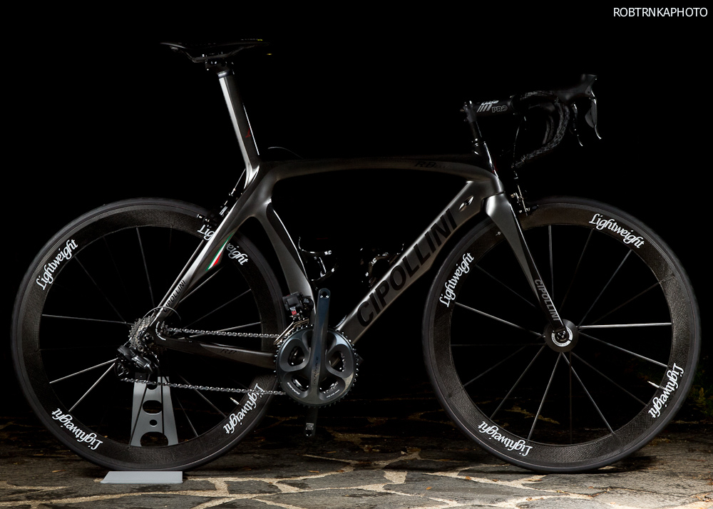Cipollini RB1000 v celé své kráse, další kolo z dílny okřídlené lebky tak letí do světa!